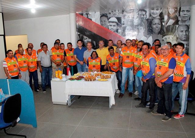 Mototaxistas e motofretistas iniciam curso de formação em Patos