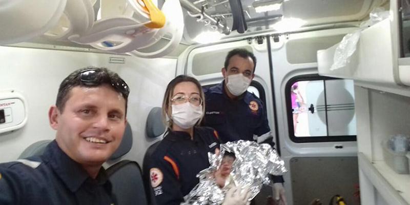 Mulher dá à luz dentro de ambulância do Samu, em Patos