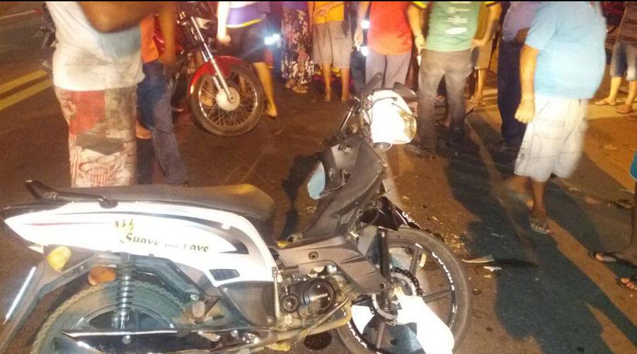 Homem fica ferido numa colisão entre carro e moto nas proximidades do Canal do Frango
