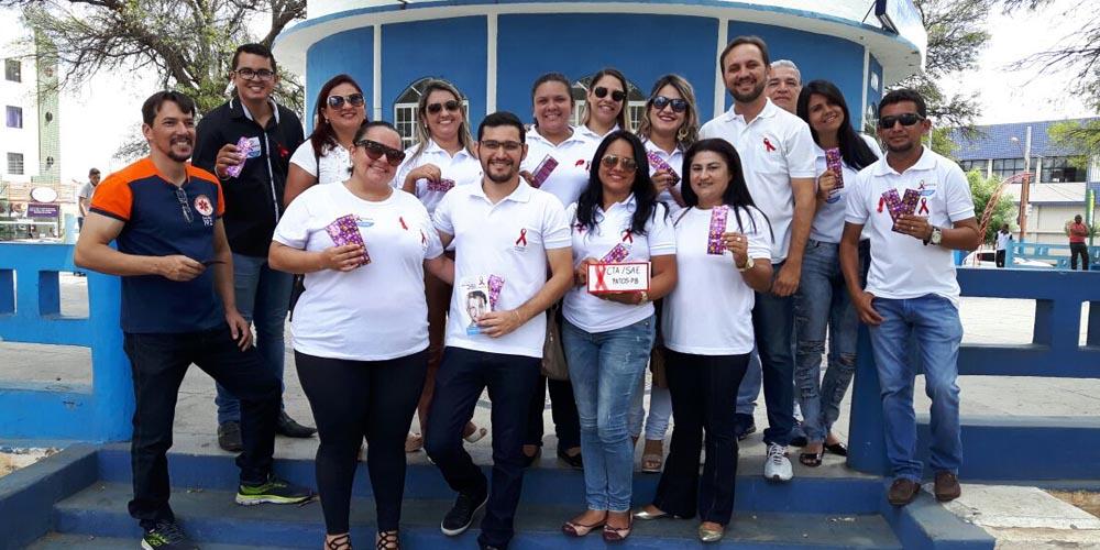 Distribuição de preservativos e panfletos marca o Dia Internacional da luta contra a AIDS em Patos