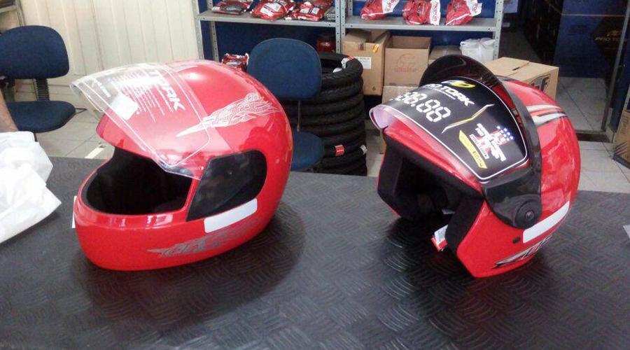 4ª CPTran realiza campanha para conscientizar motoqueiros do uso correto do capacete