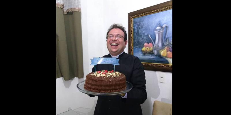 Registro: Padre Fabrício comemora 9 anos de sacerdócio