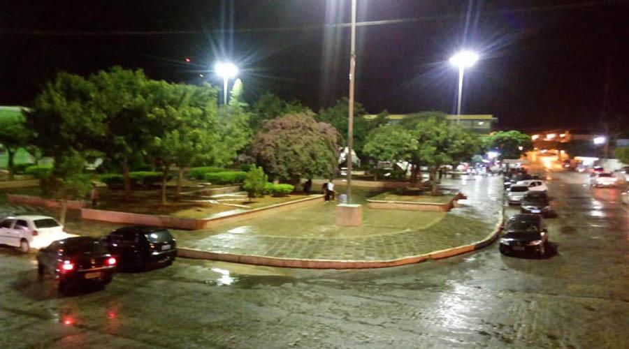 Noite chuvosa em Teixeira