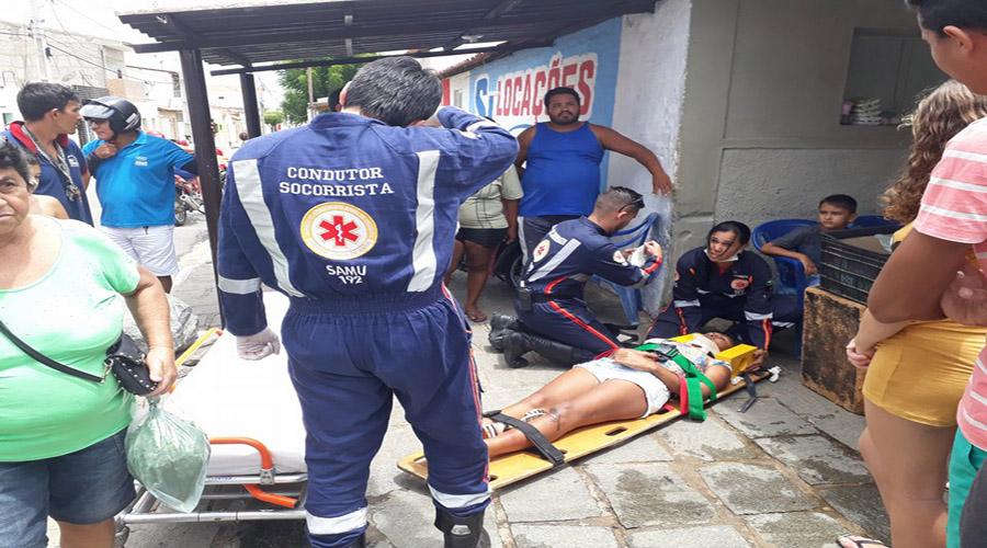 Mototaxista e passageira ficam feridos em acidente no São Sebastião, em Patos