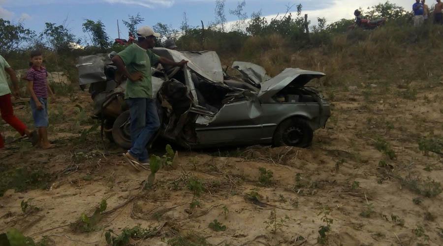 Jovem fica com estaca de árvore atravessada na perna após acidente entre Maturéia e Teixeira