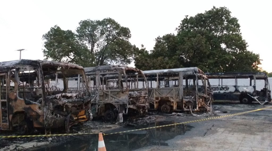 Incêndio misterioso deixa cinco ônibus da Prefeitura de São Bento totalmente carbonizados na madrugada de hoje