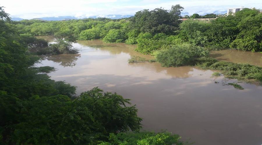 Pela primeira vez no ano corre água no Rio Espinharas em Patos