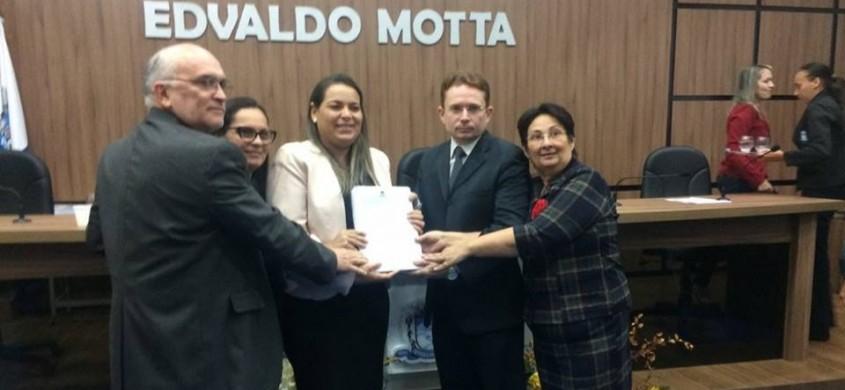 Vereadores entram com pedido de abertura de processo de cassação do prefeito Dinaldo Filho na Câmara