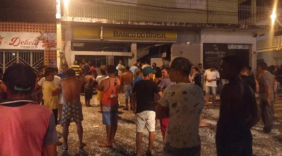 Quadrilha fortemente armada explode agências do Banco do Brasil e Bradesco em Coremas