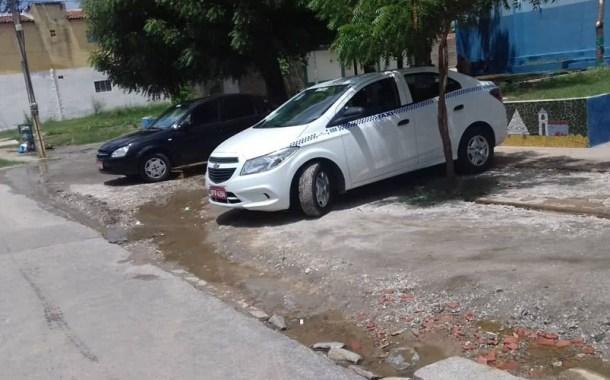Taxistas do Noé Trajano estão revoltados com a Prefeitura de Patos, por começar e não concluir obra na praça