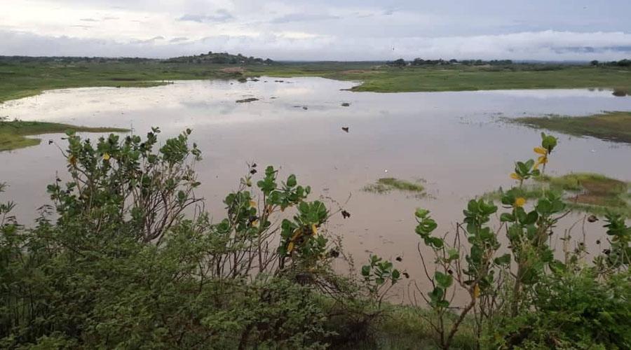 Açude do Jatobá, que estava totalmente seco, amanhece pegando água