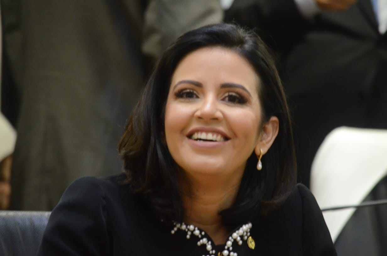Pollyanna Dutra toma posse para seu primeiro mandato como deputada estadual