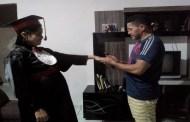 Com gravidez de risco, aluna cola grau dentro de casa na ilha do Marajó