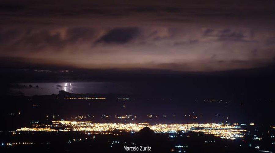 Luzes de Patos e Caicó numa imagem só, feita a partir do Pico do Jabre