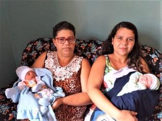 Adriana e Kamille, mãe e filha tiveram seus bebês na maternidade de Patos com intervalo de dois dias