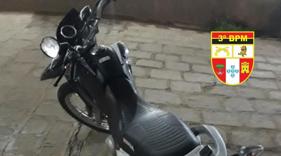 Policia Militar recupera veículo roubado, em Patos