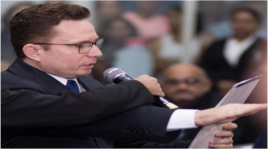 """Assessoria de Sales Junior descarta renuncia: """"não procede"""""""