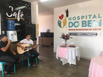 A comemoração também teve voz e violão com Thiago Viana e Yago Marinho