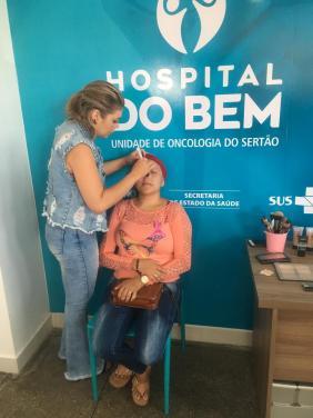 As pacientes ganharam maquiagem de um grupo de voluntárias