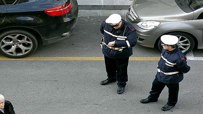 Polizia municipale Foligno, sanzionati un venditore ambulante e due parcheggiatori abusivi