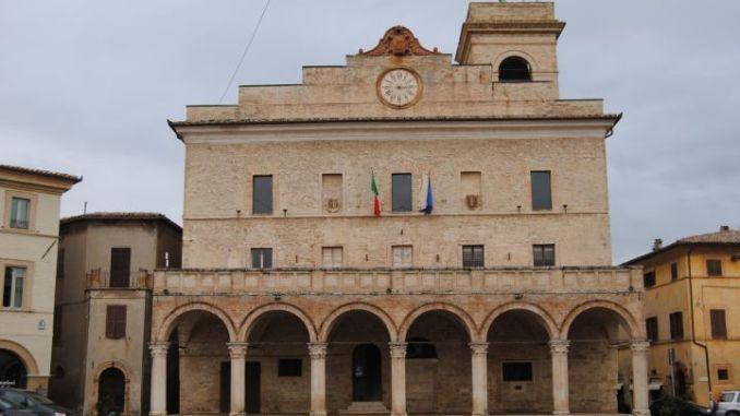 Montefalco, lavori di manutenzione straordinaria del serbatoio pensile, meglio conosciuto come Fungo, chiusura temporanea dal 4 al 6 agosto