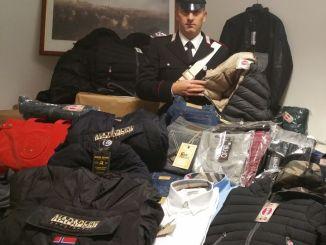 Sequestrati capi di abbigliamento contraffatti a Foligno