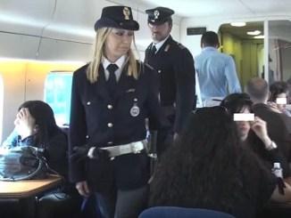 In treno senza biglietto picchiano controllore, prese due donne