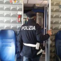 Beccato senza biglietto del treno, minaccia e insulta polizia ferroviaria