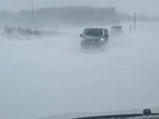 Bufera di neve a Colfiorito, furgone bloccato in mezzo alla tormenta