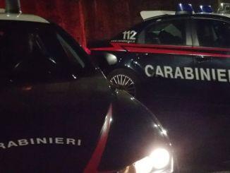 Overdose nella notte a Foligno, corpo di una donna abbandonato da un'auto