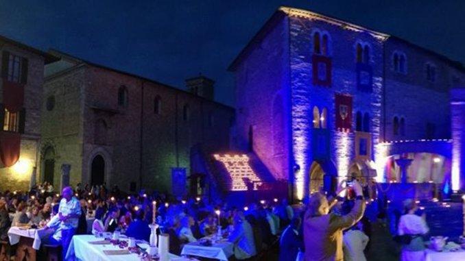 Tutto pronto a Bevagna per il tradizionale Banchetto Medievale
