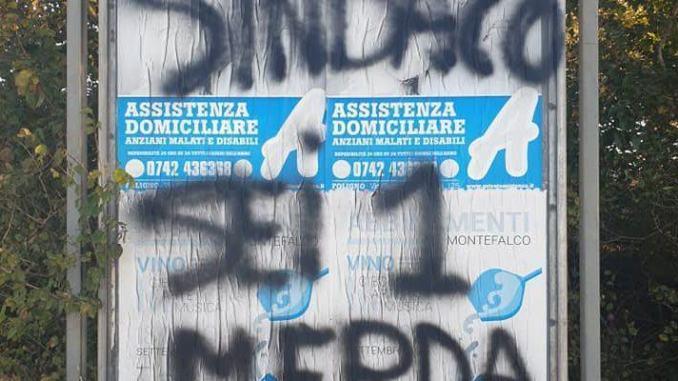Topi morti e frasi ingiuriose al sindaco di Gualdo Cattaneo, Enrico Valentini