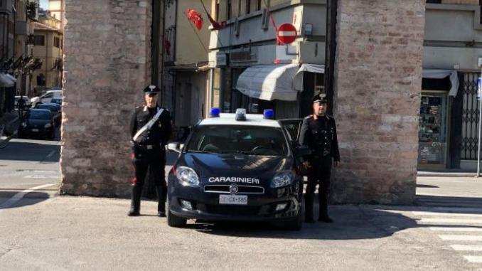 Arrestato a Foligno, ha picchiato e ferito i Carabinieri, litigava con la moglie