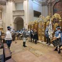 Quintana, l'investitura per i dieci cavalieri, ostensione delle bandiere e la cena