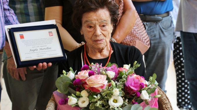 Foligno, premiata l'iscritta più longeva alla Cgil, ha 102 anni. Si chiama Angela Martellini ed è tesserata da oltre 60