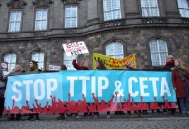CETA har affødt massive protester over hele Europa. Her fra en demonstration i København i oktober 2016. (Foto: Per Bergholdt Jensen)