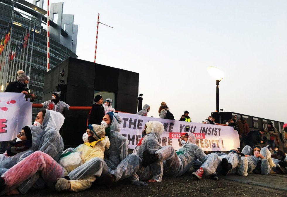 Trods Protester: EU-parlamentet Godkender CETA