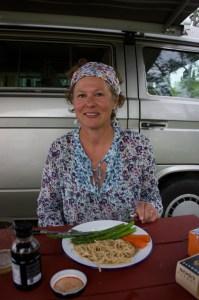 julie-eating-dinner