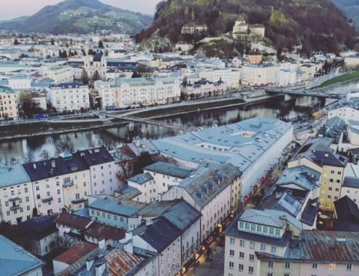 Blick auf Salzburg blaue Stunde