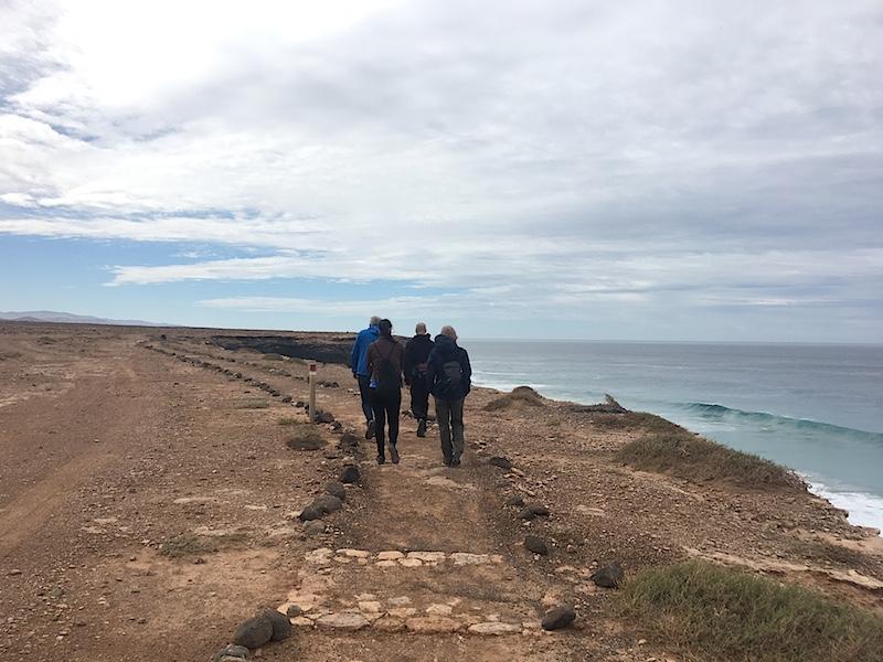 cliffwalk yogagruppe fuerteventura