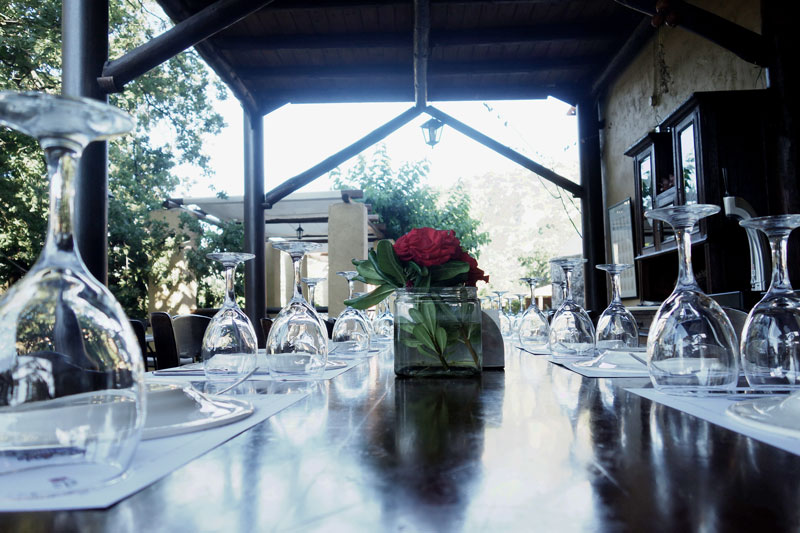 Tisch-Enagron-Ecovillage-Kreta