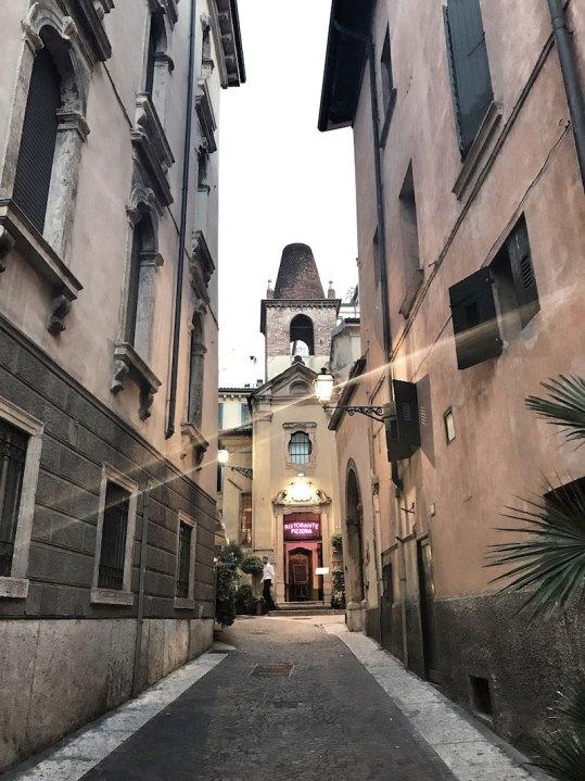 Gasse-Verona-Pizzeria