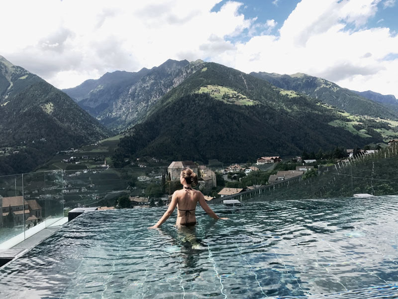 Jeanette-im-Pool-Hotel-Hohenwart