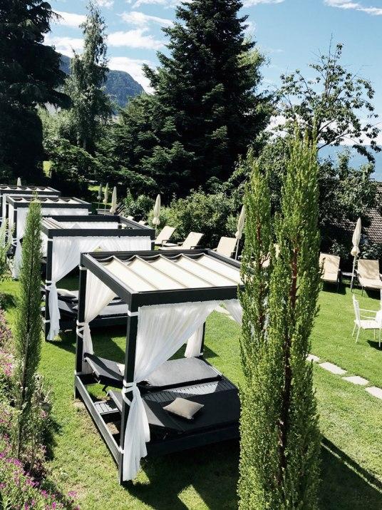 Sunbeds-Hotel-Hohenwart-Garten