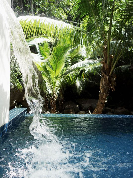 wasserfall-hilton-resort-seychellen