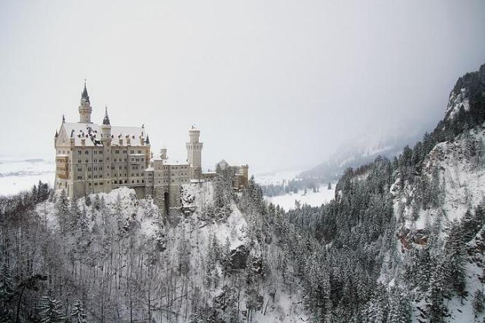 5 Beautiful Castles In Europe You Have To Explore | Best Castles In Europe | Castles In Europe To Visit | European Castles | Castles In Europe Travel Tips | Follow Me Away Travel Blog