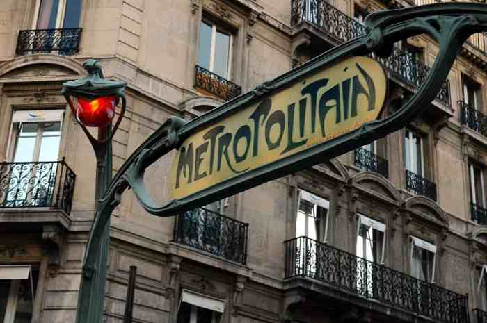 paris in winter metro stops