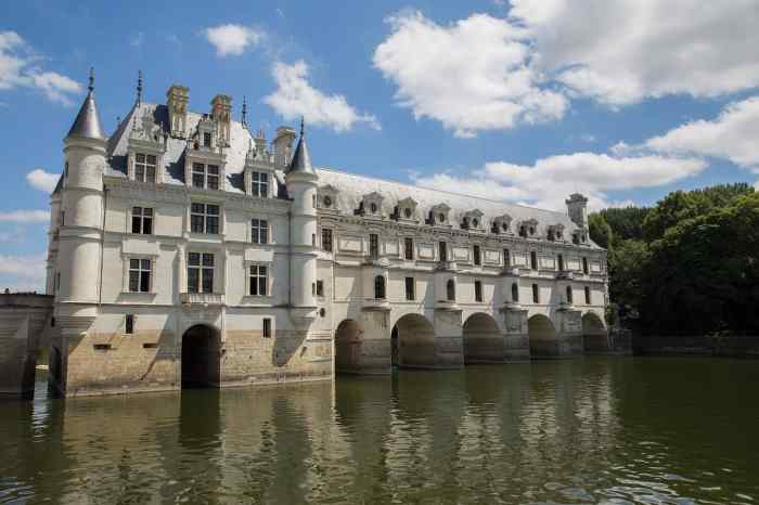Best Day Trips From Paris includes visiting the Loire Valley palaces
