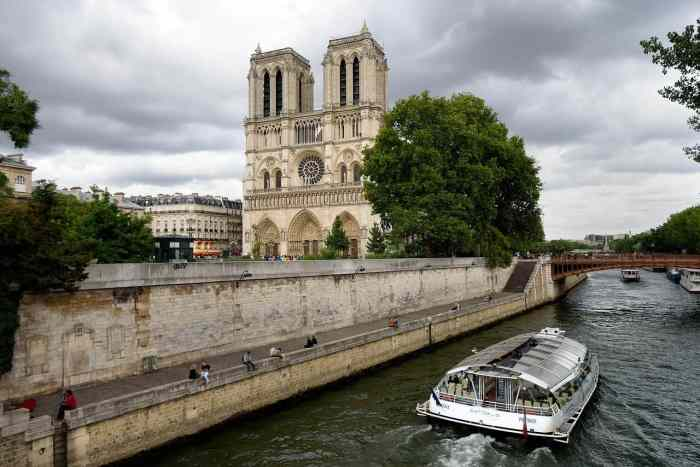 Visit Notre Dame Cathedral during your paris itinerary