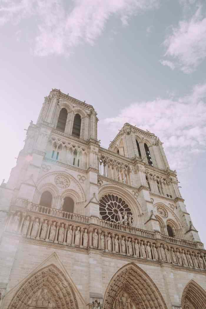 notre dame cathedral is an photography spot in Paris for instagram